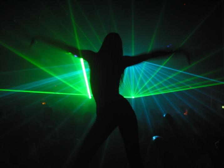 dance-for-laser-1439327.jpg
